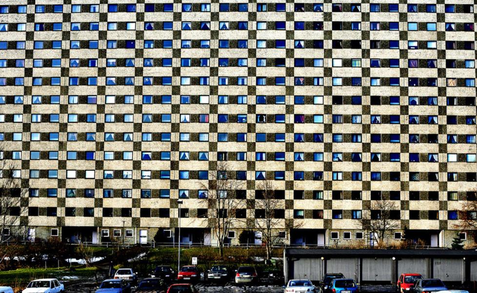 Blokker på Grorud: Typisk østkant bolig? FOTO: http://ostkantliv.no/wp-content/uploads/2013/04/Groruddalen978x.jpg