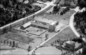 Hippodromen i 1951. I bakgrunnen Vinderen Conditori og stasjonsbygningen på Vinderen. Foto: Byantikvaren i Oslo